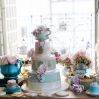 alice-in-wonderland cakes on table