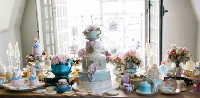 alice-in-wonderland-cakes-big-image