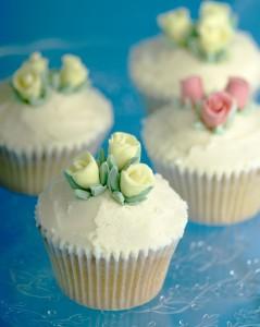 sugar rose wedding cupcakes