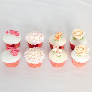 Cupcakes with a top cutting cake