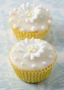 Daisy wedding cupcake