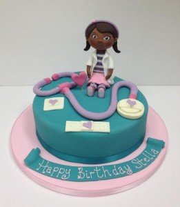 Sugar model Doc McStuffins birthday cake