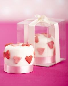 mini love heart cakes