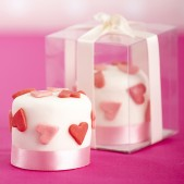 mini love heart cakes