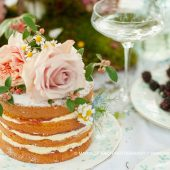 4-layer sponge cake with flowers