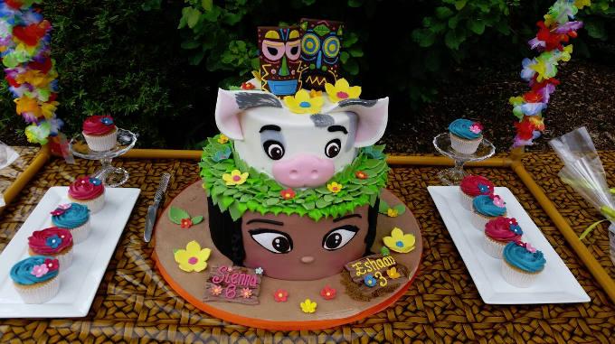 Kakmura Pirate Cupcakes Baby Sea Turtle And Tamatoa Crab Cookies Heihei Cake Pops Are The Perfect Accompaniment To A Moana Maui