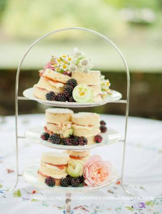 Modern wedding cakes - cupcake tower blog image