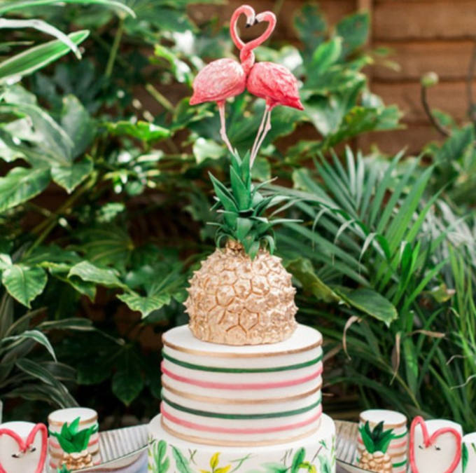 Novelty wedding cakes - Flamingo and pineapple