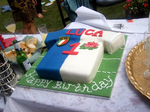 Rugby-shirt-cake