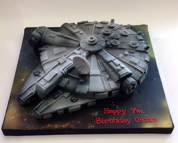 Star Wars themed birthday cake - Millenium Falcon