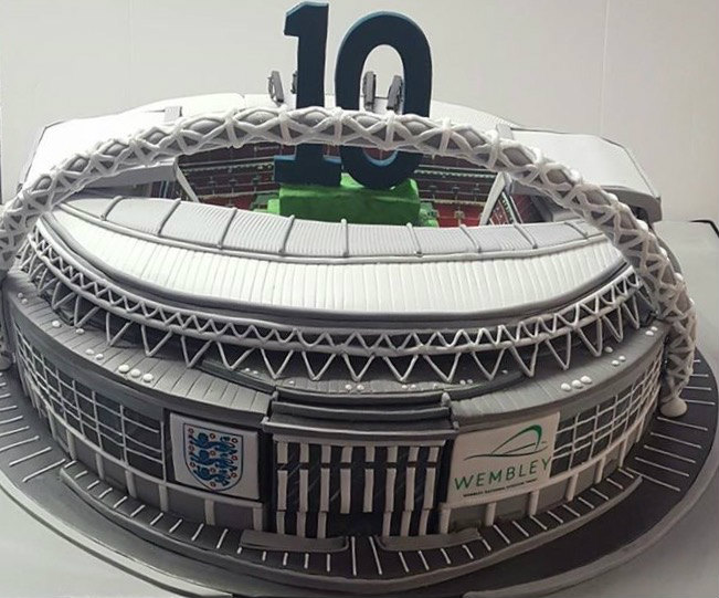 Wembley stadium cake 10th birthday cakes by robin wembley stadium cake 10th birthday sciox Gallery