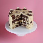 chocolate-button-patisserie-cake-cut