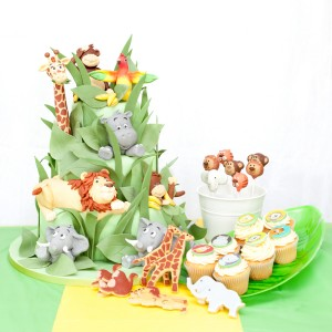 Jungle theme cake and cupcakes