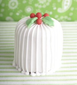Traditional mini Christmas cakes