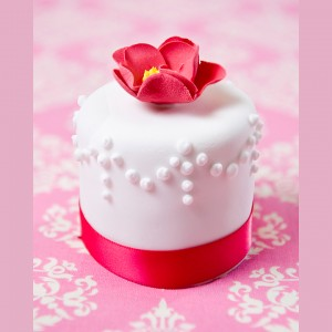 Mini white and pink flower cake