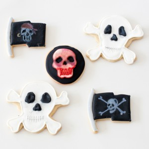 skull & crossbone cookies