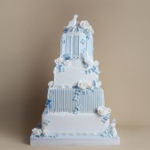 timeless-wedding-cakes-blue-white